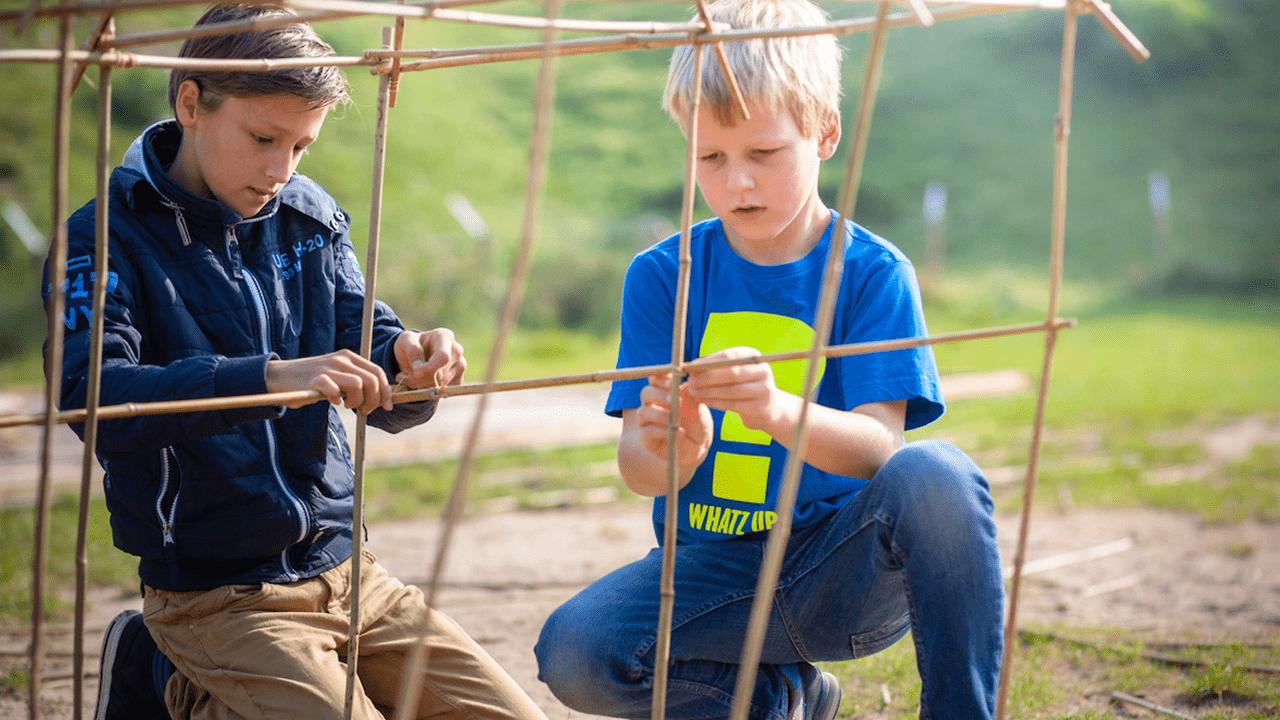 Bamboo bouwen Onderwijs bij GeoFort educatief schoolreisje leren door te beleven