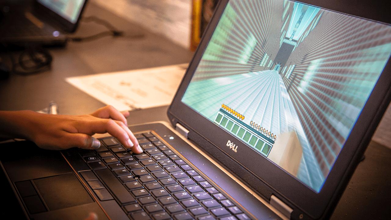 Minecraft Onderwijs bij GeoFort educatief schoolreisje leren door te beleven