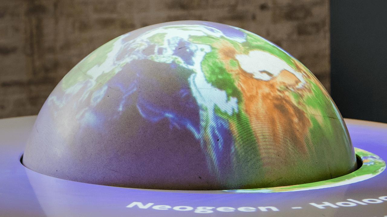 4D globe continentendrift Onderwijs bij GeoFort educatief schoolreisje leren door te beleven
