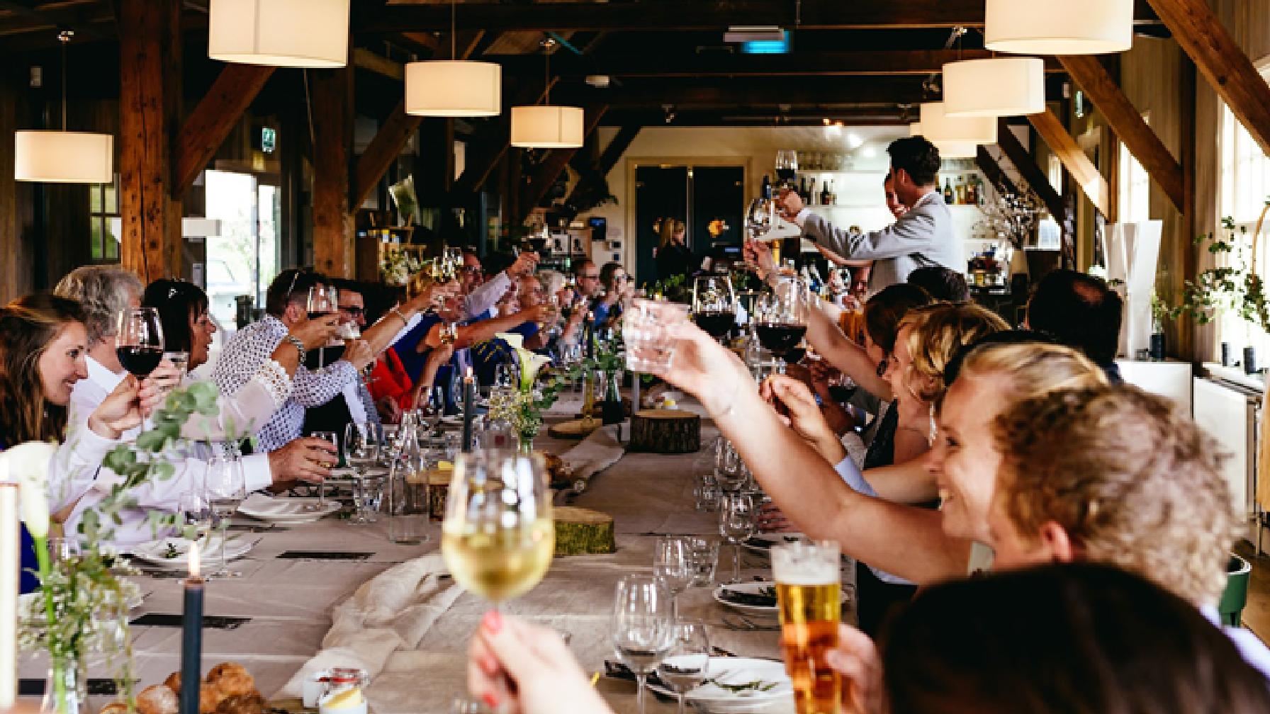 Familiefeest, wijn, restaurant
